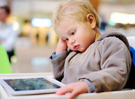 تاثیر منفی گوشی هوشمند در کودک
